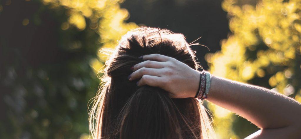 Jak dbać o nawilżenie włosów?